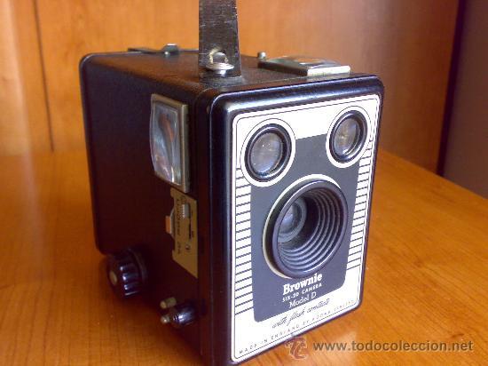 ANTIGUA CAMARA SIX-20 BROWNIE MODELO D (Cámaras Fotográficas - Antiguas (hasta 1950))