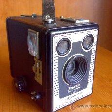 Fotokamera - Antigua camara Six-20 Brownie Modelo D - 26821784