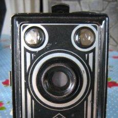 Cámara de fotos: .CÁMARA DE CAJÓN AGFA SYNCHRO BOX, MADE IN GERMANY AÑOS 1950, FRONTAL ART DECO DE METAL DOS VISORE. Lote 29699452
