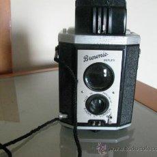 Cámara de fotos: CÁMARA DOS OBJETIVOS KODAK BROWNIE REFLEX AÑO 1940. Lote 36490201