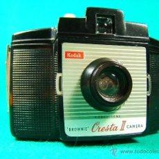 Cámara de fotos: KODAK BROWNIE CRESTA II CAMERA-KODET LENS-120-MADE IN ENGLAND-LONDON-3 ABERTURAS DIAFRAGMA-CAMARA.... Lote 40862409