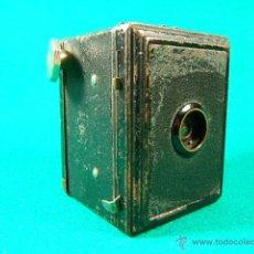 Cámara de fotos: CAMARA DE CAJON ¿BOX?-3X4-PELICULA ROLLO 127-GAP-DECADA 1930?-MINIATURA 8X6X6 CM-FUNCIONA-MUY RARA.. Lote 40925110