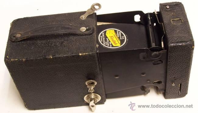 Cámara de fotos: Cámara de fotos Kodak.Tipo Cámara oscura.Etiqueta en en francés.Este aparato sólo usa pelicula Kodak - Foto 2 - 49185743