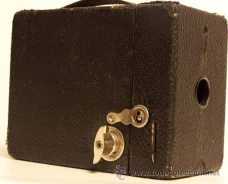 Cámara de fotos: Cámara de fotos Kodak.Tipo Cámara oscura.Etiqueta en en francés.Este aparato sólo usa pelicula Kodak - Foto 3 - 49185743