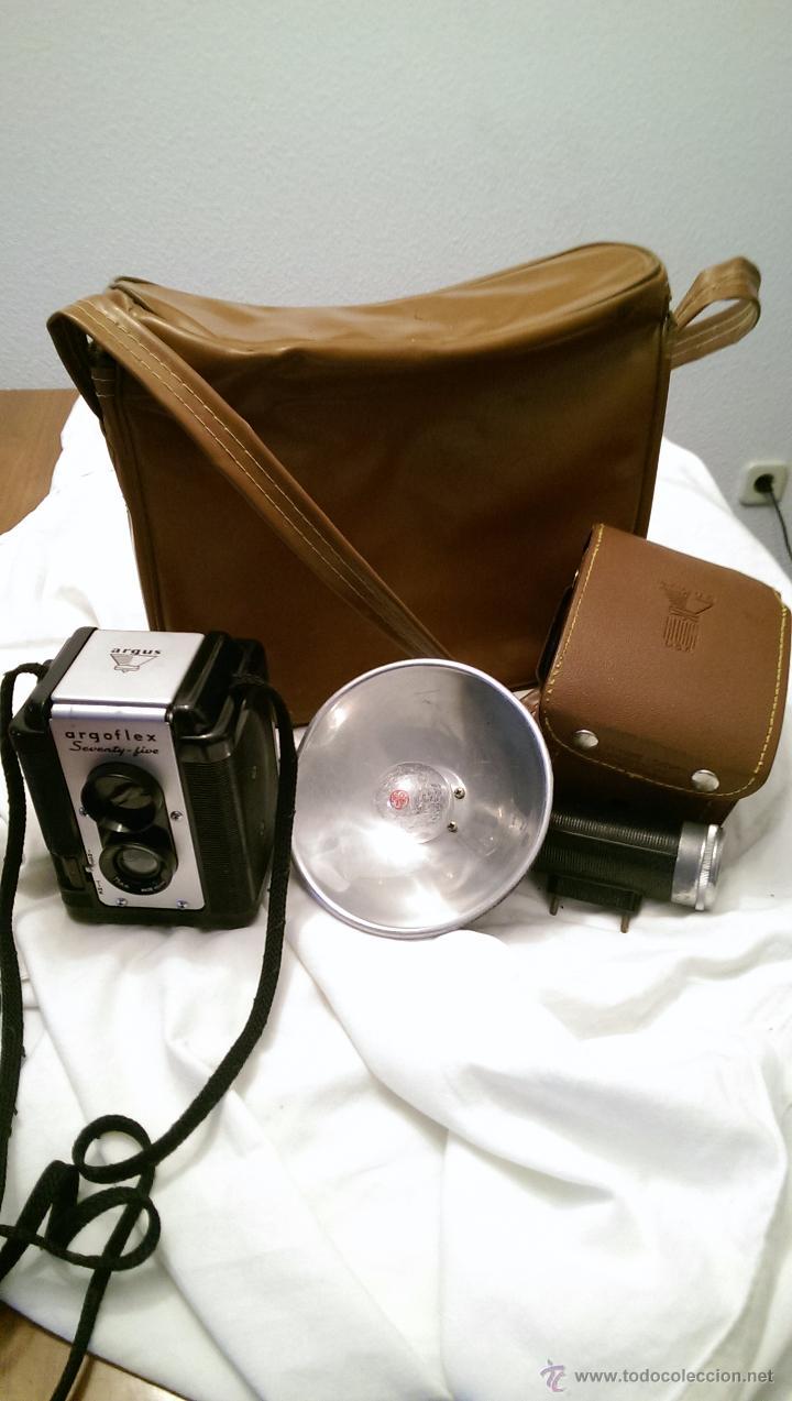 Cámara de fotos: CAMARA ARGOFLEX 1949, CON FUNDA ORIGINAL. CORDON DE TRANSPORTE Y MALETIN, EXCELENTE ESTADO - Foto 2 - 52241381