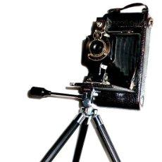 Cámara de fotos: ANTIGUA CÁMARA DE FUELLE KODAK AUTOGRAPHIC FILM NO.A - 116, CON TRIPODE. Lote 53939958