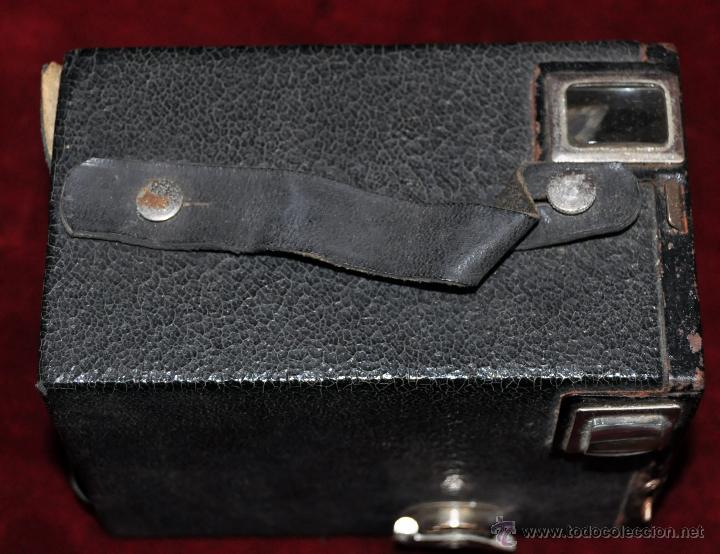 Cámara de fotos: ANTIGUA CAMARA KODAK FILM 620 CON SU FUNDA ORIGINAL DE PIEL - Foto 5 - 54648612