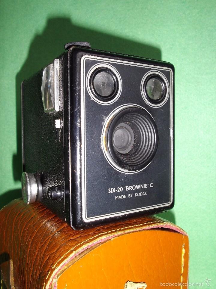 GRAN CAMARA FOTOGRAFIA KODAK BROWNIE SIX-20 MODELO C MADE IN ENGLAND AÑOS 50 FOTO CLASICA COLECCION (Cámaras Fotográficas - Antiguas (hasta 1950))