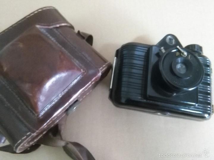 ANTIGUA CÁMARA DE FOTOS UNIVEX -- BAQUELITA -- CON SU FUNDA ORIGINAL -- AÑOS 30?? 40?? (Cámaras Fotográficas - Antiguas (hasta 1950))