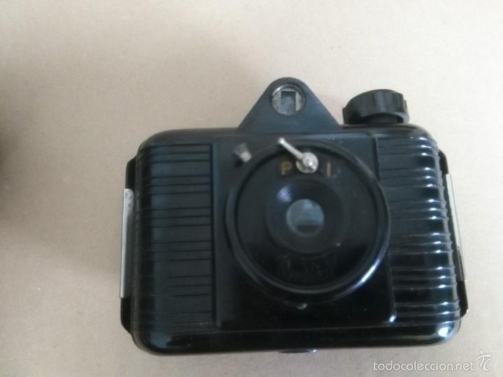 Cámara de fotos: ANTIGUA CÁMARA DE FOTOS UNIVEX -- BAQUELITA -- CON SU FUNDA ORIGINAL -- AÑOS 30?? 40?? - Foto 2 - 56818502