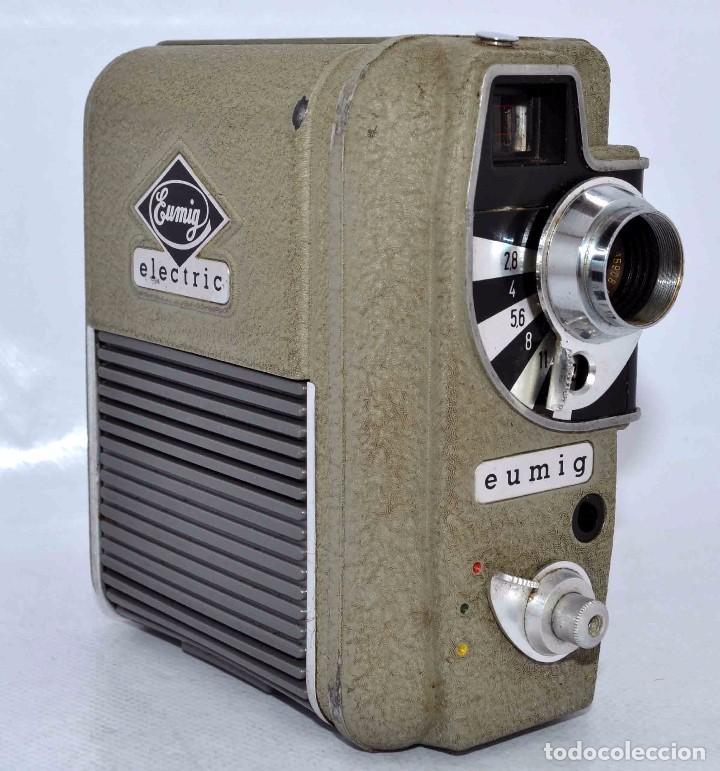 Cámara de fotos: BONITA Y RARA CAMARA DE CINE A PILAS..EUMIG ELECTRIC..AUSTRIA 1955..MUY BUEN ESTADO..FUNCIONA - Foto 2 - 66130266