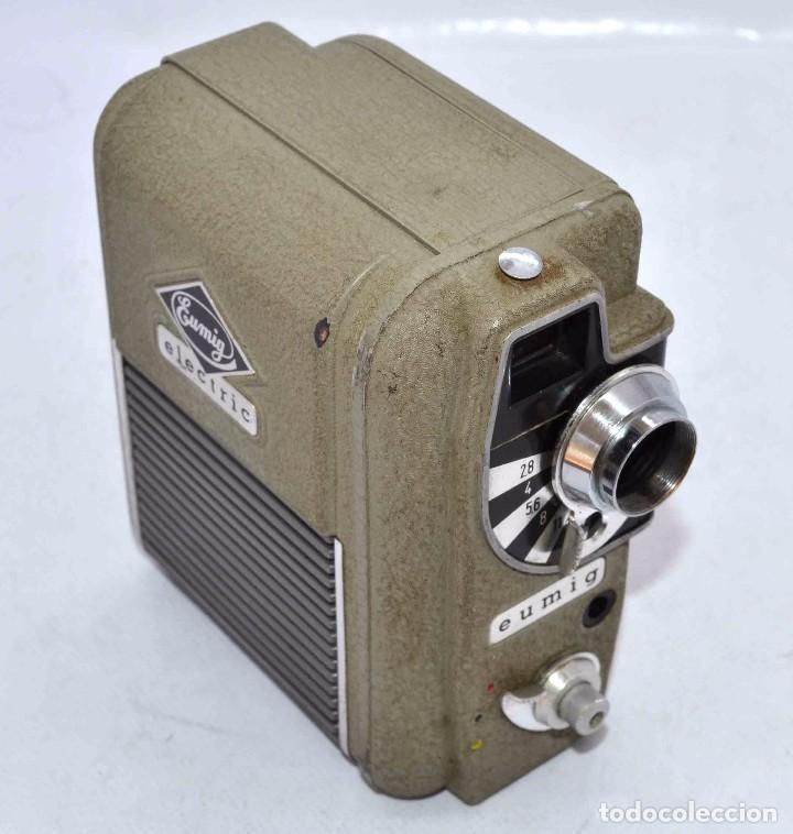 Cámara de fotos: BONITA Y RARA CAMARA DE CINE A PILAS..EUMIG ELECTRIC..AUSTRIA 1955..MUY BUEN ESTADO..FUNCIONA - Foto 3 - 66130266