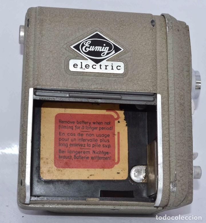 Cámara de fotos: BONITA Y RARA CAMARA DE CINE A PILAS..EUMIG ELECTRIC..AUSTRIA 1955..MUY BUEN ESTADO..FUNCIONA - Foto 22 - 66130266