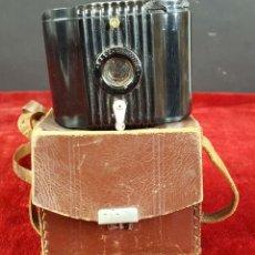 Cámara de fotos: CAMARA FOTOGRAFICA. BABY BROWNIE. BAQUELITA. FUNDA ORIGINAL. 1934/1941.. Lote 84310900