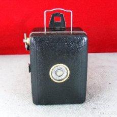 Cámara de fotos: BABY BOX ZEISS IKON CAMARA DE CAJA EXCELENTE ESTADO LIMPIA Y FUNCIONA Y CABLE. Lote 120415023