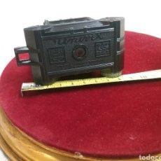 Cámara de fotos: MINICAMARA UNIVEX, BAQUELITA (AÑOS 1940). IMPECABLE. MIDE 7CM X 9CM , ESTUCHE DE CUERO.. Lote 88265686