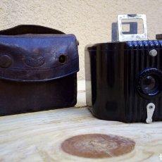Cámara de fotos: CAMARA DE FOTOS KODAK BROWNIE BABY CON FUNDA. Lote 89510802