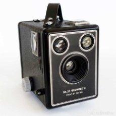 Cámara de fotos: CÁMARA KODAK SIX-20 BROWNIE C 1946. FUNCIONA. Lote 97968843