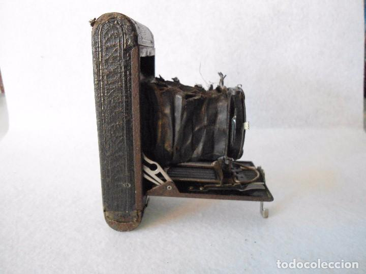 Cámara de fotos: ANTIGUA CAMARA KODAK VEST POCKET MODEL B DE FUELLE - Foto 3 - 162010058