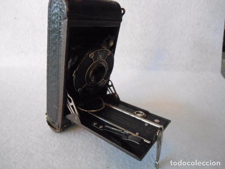 Cámara de fotos: ANTIGUA CAMARA KODAK VEST POCKET MODEL B DE FUELLE - Foto 13 - 162010058