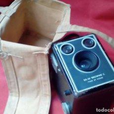 Cámara de fotos: CAMARA FOTOGRAFICA KODAK BROWNIE SIX-2O. Lote 100638543