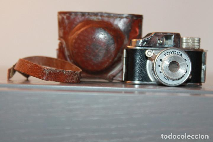 MINI CAMARA FOTOS TOYOCA, MADE IN JAPAN. AÑOS 50/60. 3,5X5,5 CM (LARGO X ALTO) INFORMACIÓN Y FOTOS. (Cámaras Fotográficas - Antiguas (hasta 1950))