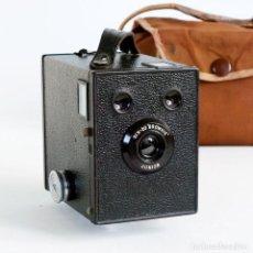 Cámara de fotos: CÁMARA SIX-20 BROWNIE JUNIOR (UK MODEL 1934). FUNCIONANDO CON FUNDA. Lote 107400839