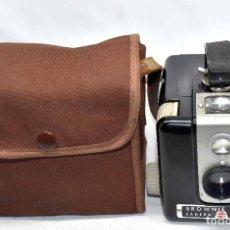 Cámara de fotos: RAREZA EN BAQUELITA..KODAK BROWNIE FLASH+FUNDA..FRANCIA 1950...MUY BUEN ESTADO..FUNCIONA. Lote 109388635