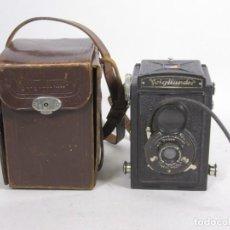Cámara de fotos: ANTIGUA CÁMARA BOX VOIGTLÄNDER CON FOCO ANASTIGMAT + FUNDA. Lote 109437799