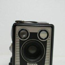 Cámara de fotos - Camara Kodak Six-20 Brownie, Modelo E año 1946-1953 Buen estado Fabricante - Kodak Ltd., Harrow, Ing - 112613171