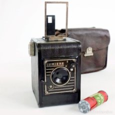 Cámara de fotos: ÚNICA EN TC. CÁMARA LUMIERE BOX 1935. FUNDA CUERO Y CARRETE NUEVO. Lote 114829747