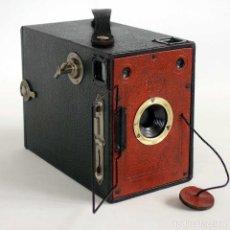 Cámara de fotos: MUY RARA CÁMARA HOUGHTON BUTCHER. BOX ENSIGN 2-1/4 B ROJA 1930.. Lote 116875647