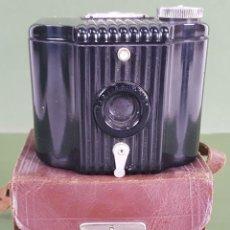 Cámara de fotos: CAMARA DE FOTOGRAFÍA. KODAK BABY BROWNIE. FUNDA ORIGINAL. ESTADOS UNIDOS. 1935/1952. . Lote 117037627