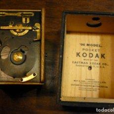 Cámara de fotos: CÁMARA ANTIGUA -96 MODEL POCKET KODAK- 1885-1900- EN SU ESTUCHE ORIGINAL DE CUERO. Lote 119382307
