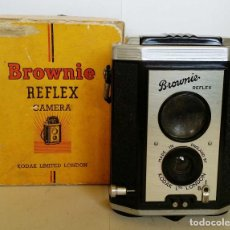 Cámara de fotos: CAMARA KODAK BROWNIE REFLEX. Lote 119971691