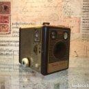 Cámara de fotos: RARA CAMARA KODAK BROWNIE FLASH B EDICION DE LUJO. Lote 121063455