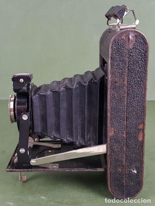 Cámara de fotos: CÁMARA FOTOGRÁFICA DE FUELLE KODAK. STUTTGART. ALEMANIA. CIRCA 1915. - Foto 2 - 127993719