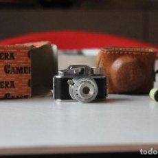 Cámara de fotos: CÁMARA ESPÍA TOYOCA, CON CARRETE EN LA CÁMARA Y OTRO SUELTO, FUNDA Y CAJA. Lote 128006831