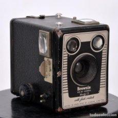 Cámara de fotos: BROWNIE SIX-20 MODEL D. Lote 139611506