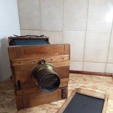 Cámara de fotos: CÁMARA DE FUELLE DE MADERA AÑO 1900. Lote 142593928