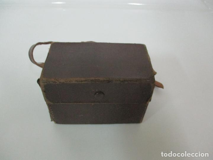 Cámara de fotos: Antigua Cámara Capta, Modelo 2 - Baquelita con Funda Original - Fabricada en Valencia - Foto 15 - 143358702