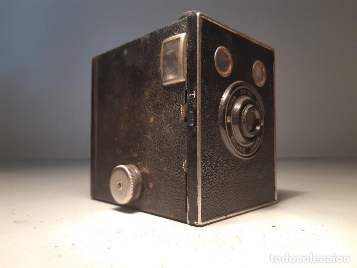 ANTIGUA CAMARA DE KODAK , SERIE SUPER SIX-20, MODELO BROWNIE JUNIOR, REINO UNIDO (Cámaras Fotográficas - Antiguas (hasta 1950))