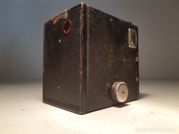 Cámara de fotos: antigua camara de Kodak , serie Super Six-20, modelo Brownie Junior, Reino Unido - Foto 2 - 153308298