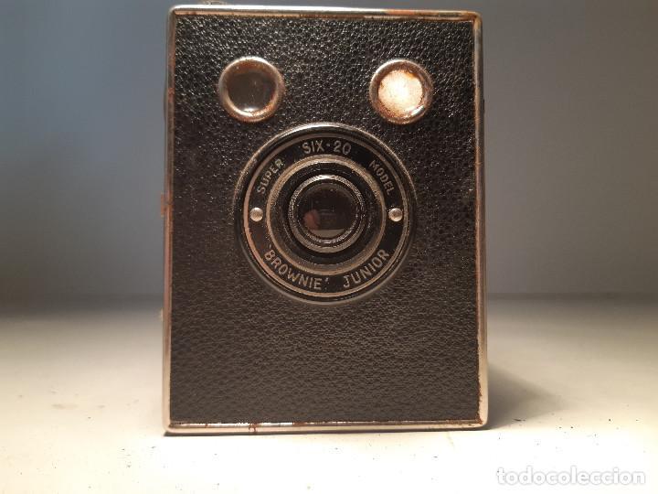 Cámara de fotos: antigua camara de Kodak , serie Super Six-20, modelo Brownie Junior, Reino Unido - Foto 3 - 153308298