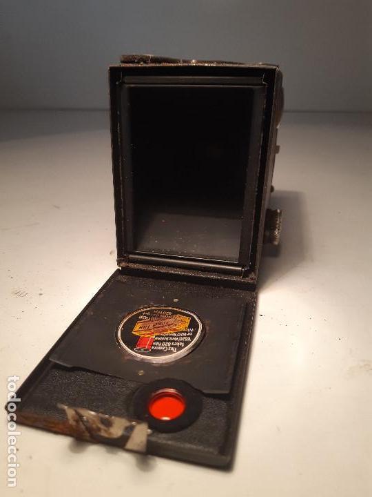 Cámara de fotos: antigua camara de Kodak , serie Super Six-20, modelo Brownie Junior, Reino Unido - Foto 4 - 153308298