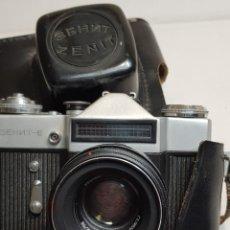 Cámara de fotos: CÁMARA DE FOTOS ANTIGUA ZENIT EN FUNDA ORIGINAL. Lote 153547208