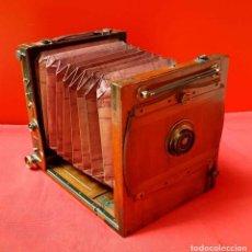 Cámara de fotos: CAMARA DE ESTUDIO C 1900, FUELLE ROJO. Lote 154133638