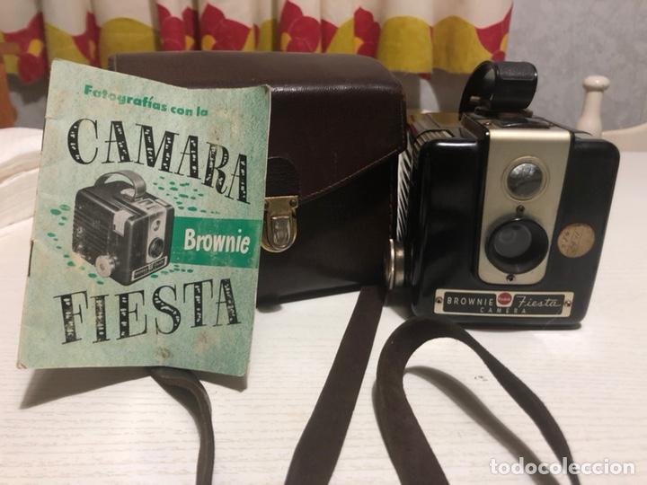 CÁMARA KODAK BROWNIE FIESTA CON ESTUCHE (Cámaras Fotográficas - Antiguas (hasta 1950))