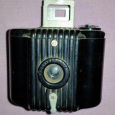 Cámara de fotos: ANTIGUA, PEQUEÑA CÁMARA FOTOGRÁFICA KODAK BABY BROWNIE. Lote 155872906