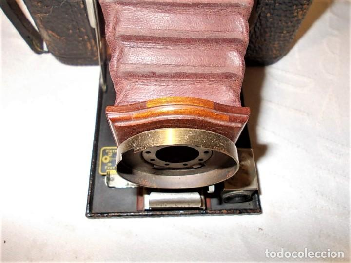 Cámara de fotos: Antigua camara Kodak de fuelle rojo combinada madera - Foto 4 - 165586598